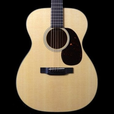 000-18 Standard Series Acoustic Guitar