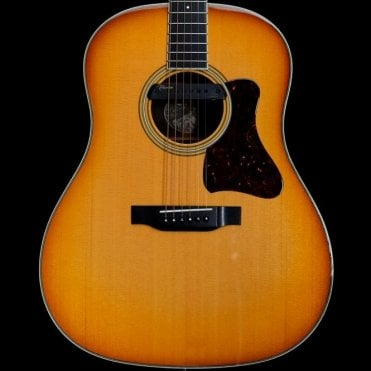 CJ-SB Super Jumbo Acoustic Guitar In Sunburst with Takamine/LR baggs pickup