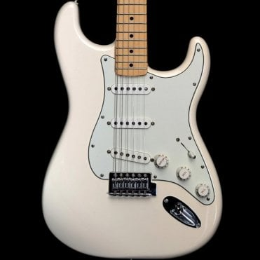 Standard Stratocaster with Maple Fingerboard, Arctic White