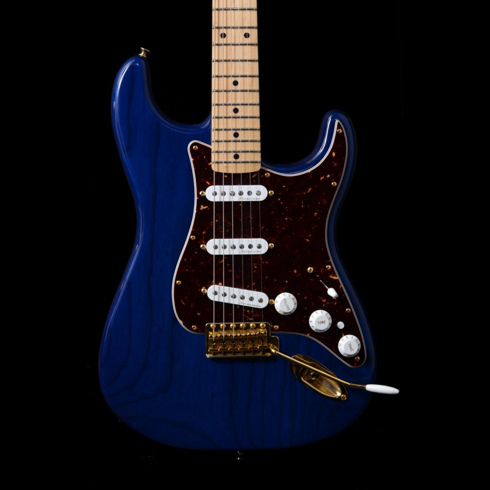 Fender Deluxe Players Stratocaster Maple Neck Sapphire Blue Transparent